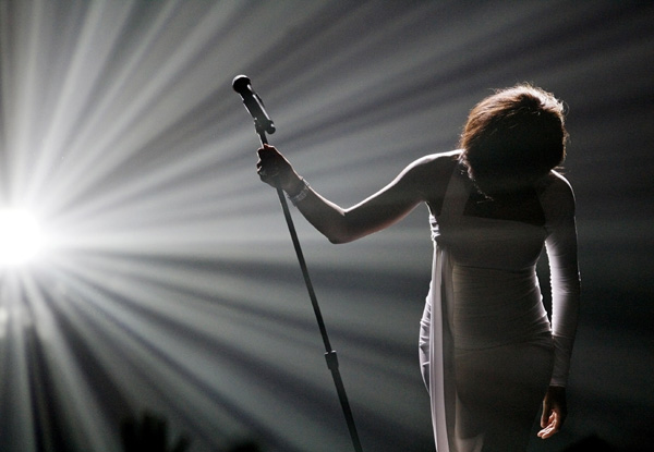 whitney-houston-bows-after-performing-i-didnt-know-my-own-strength-at-the-2009-american-music-awards-in-los-angeles-california-november-22-2009