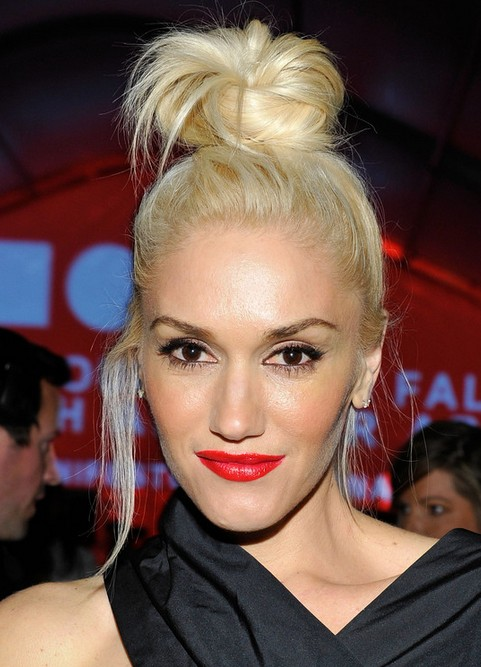 Gwen-Stefani-Long-Hairstyle-Blonde-Knot