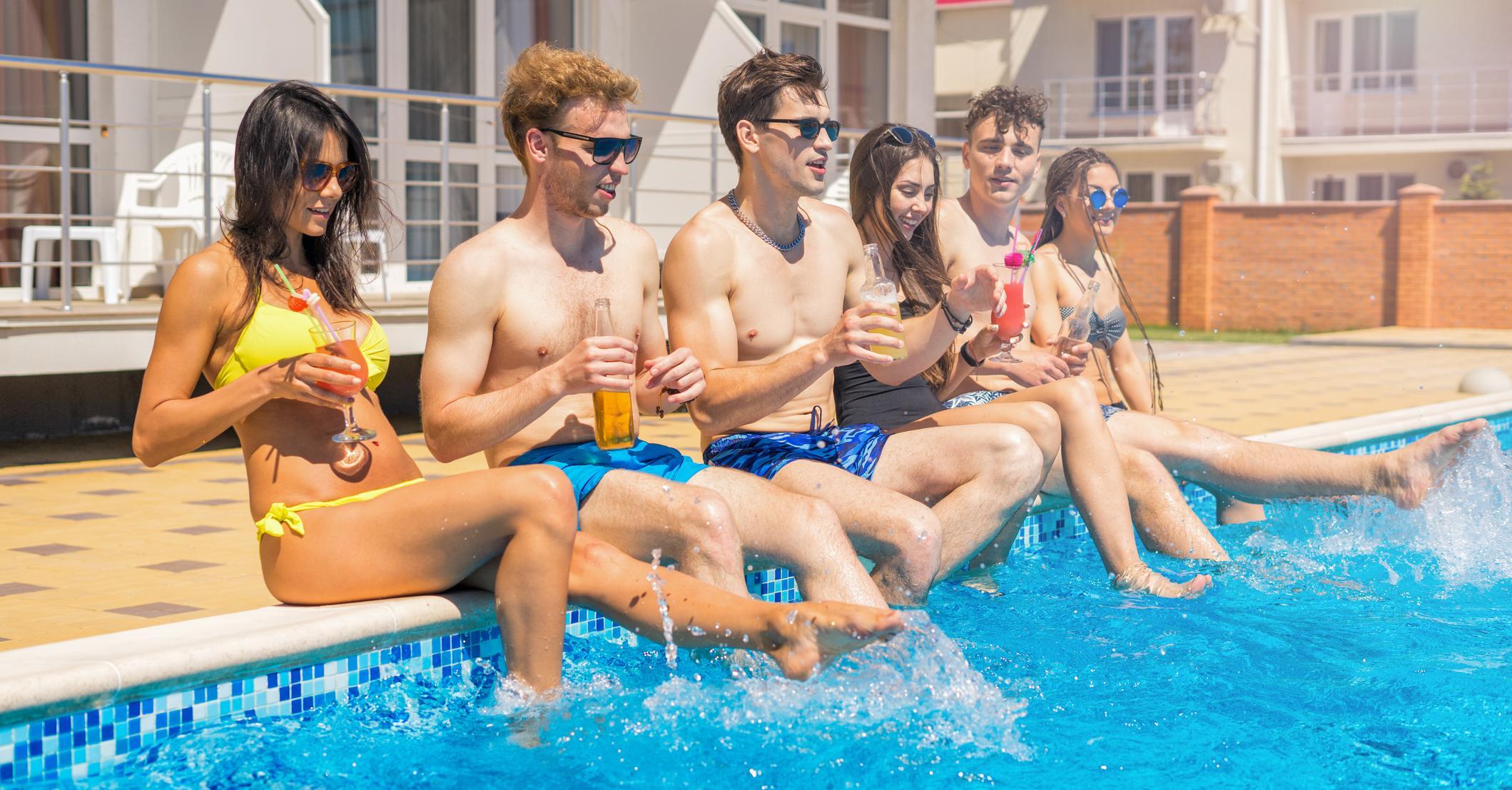 Lo que no hay que hacer en la piscina kiss fm for Que hacer en la piscina