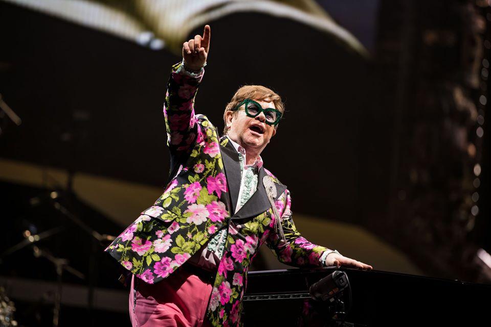 """Elton John, """"sin censura"""" – KISS FM"""