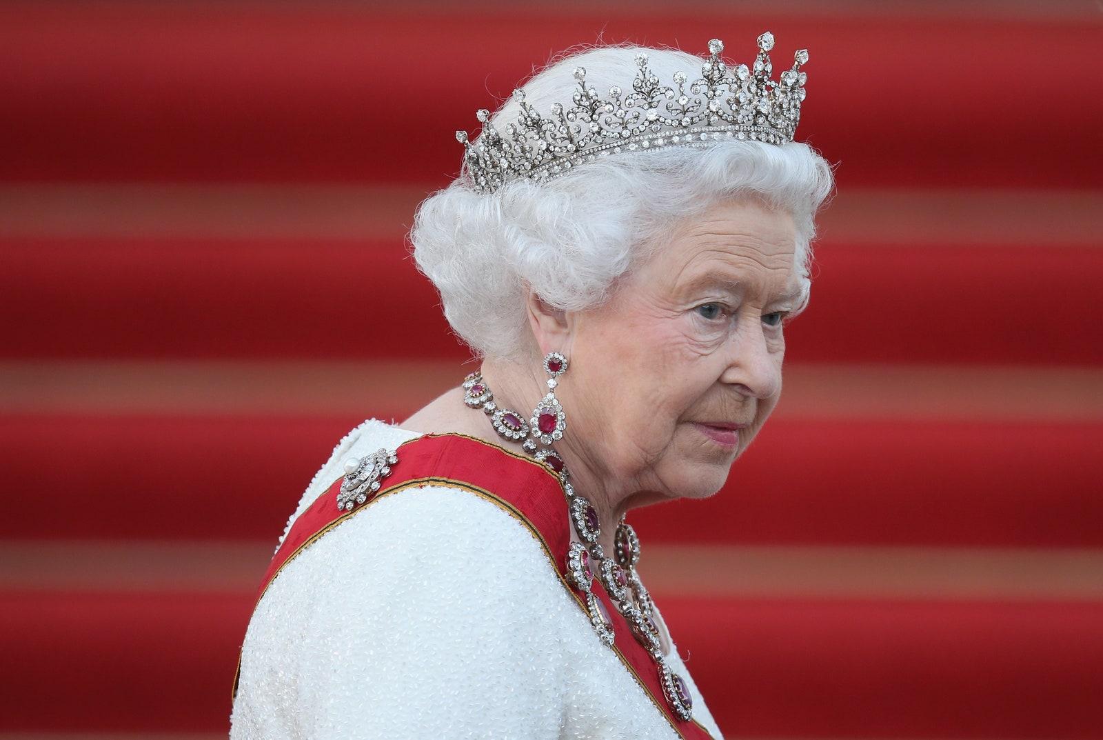 La Reina Isabel II se siente joven